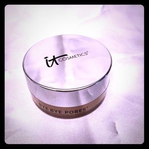 IT COSMETICS tinted skin blurring finishing powder